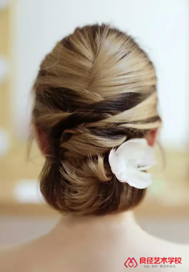 超美的短发新娘发型,赶快mark吧!         盘发步骤