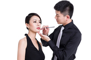 男孩子学化妆有前途吗?会不会不如女生学得快?