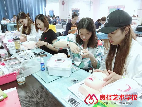 北京良径化妆造型学校 美睫课堂