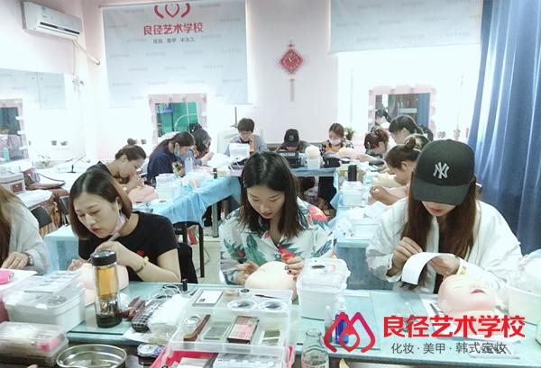 北京良径化妆造型学校 美睫课堂3
