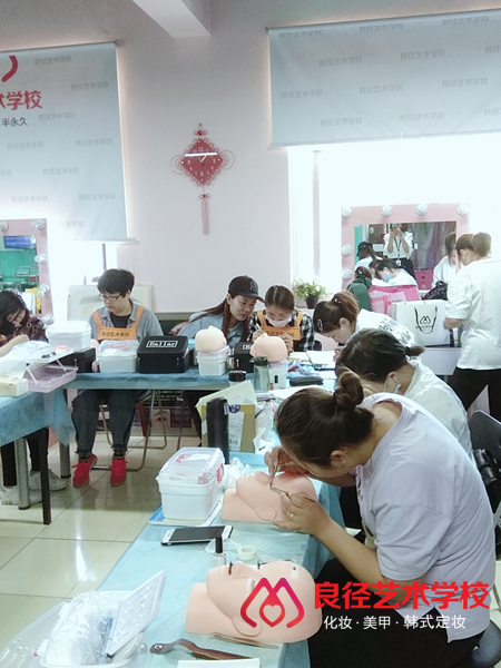 北京良径化妆造型学校 美睫课堂4