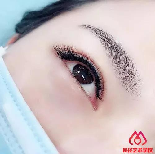 北京良径化妆造型学校 美瞳线1