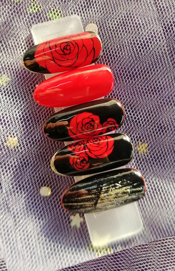 手绘玫瑰美甲