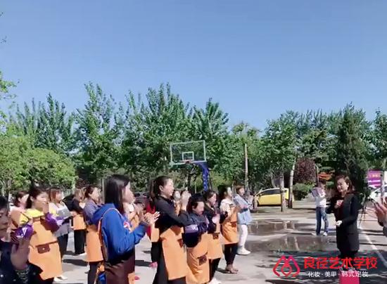 北京良径化妆造型学校 早晨做操