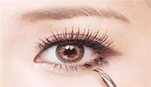 北京良径化妆造型学校 刷睫毛技巧3
