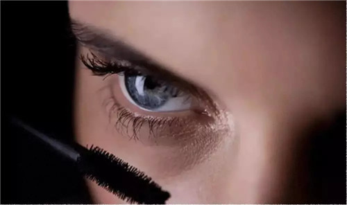 北京良径化妆造型学校 刷睫毛技巧5