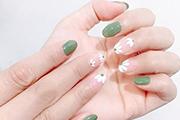 文艺又清新的小雏菊美甲,让你美上一整个春夏!