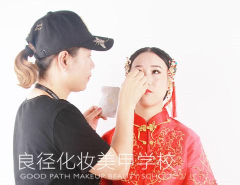 北京良径化妆造型学校 学化妆