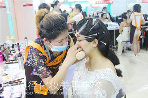 北京良径化妆造型学校 学化妆1