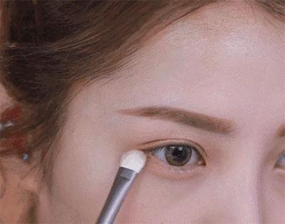 眼影画法步骤三