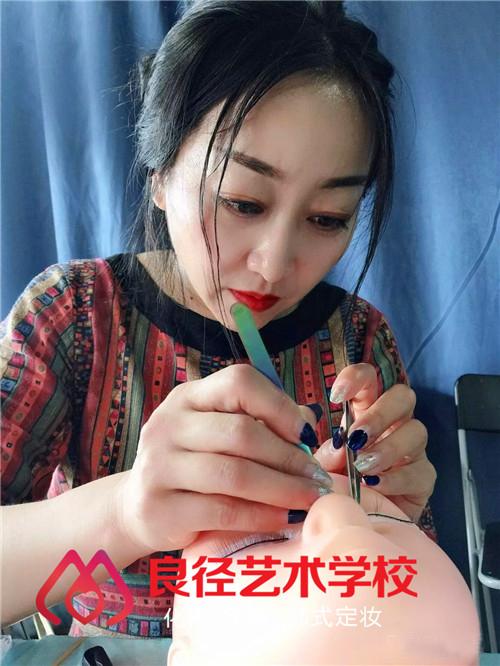北京良径化妆造型学校 美睫课堂练习1