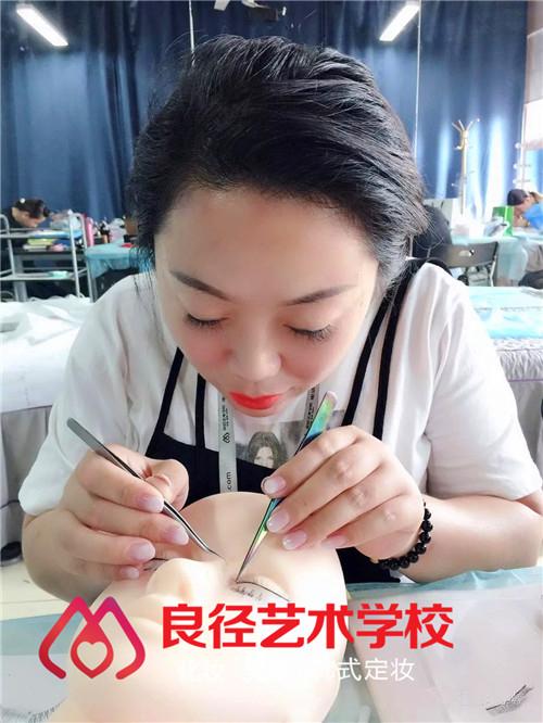 北京良径化妆造型学校 美睫课堂练习3