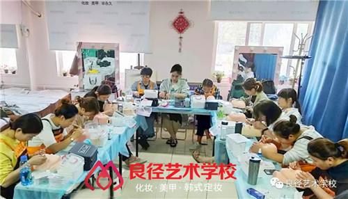 北京良径化妆造型学校 美睫课堂练习