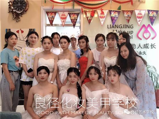 北京良径化妆造型学校 影楼班学员化妆考试4