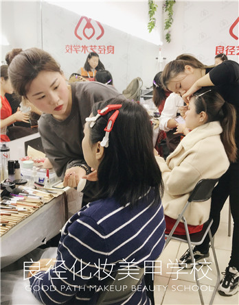 北京良径化妆造型学校 学员化妆练习