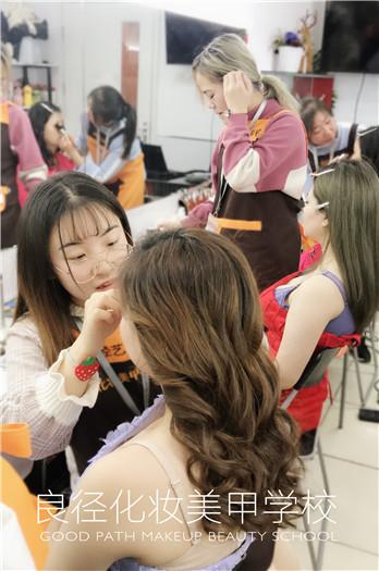 北京良径化妆造型学校 学员化妆练习1