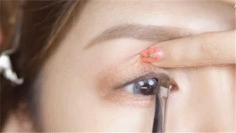眼线画法1