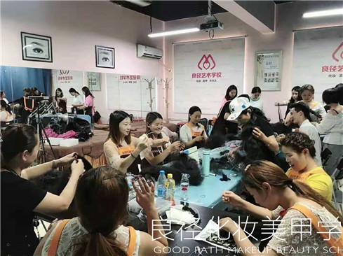 北京良径化妆造型学校 化妆班