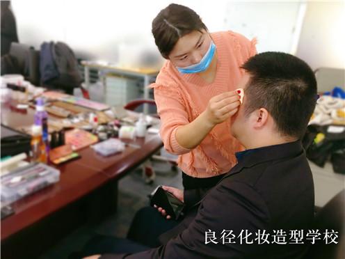 北京良径化妆造型学校 化妆实习1