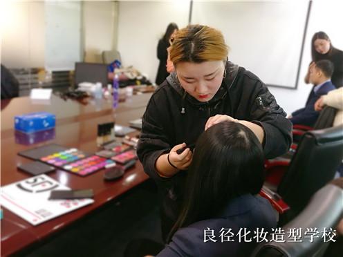 北京良径化妆造型学校 化妆实习2