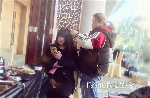 北京良径化妆造型学校 同学们化妆实习