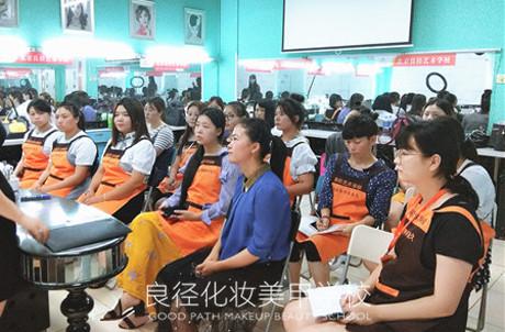 北京良径化妆造型学校 化妆班学员