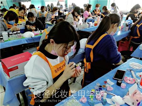 北京良径化妆造型学校 美甲班