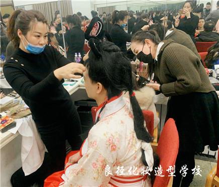 北京良径化妆造型学校 学员化妆实习11