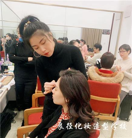北京良径化妆造型学校 学员化妆实习553