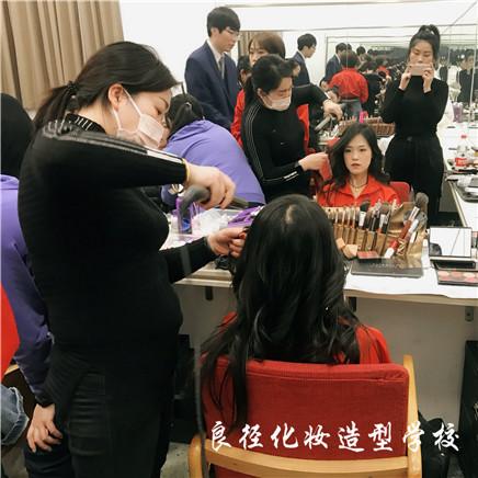 北京良径化妆造型学校 学员化妆实习58