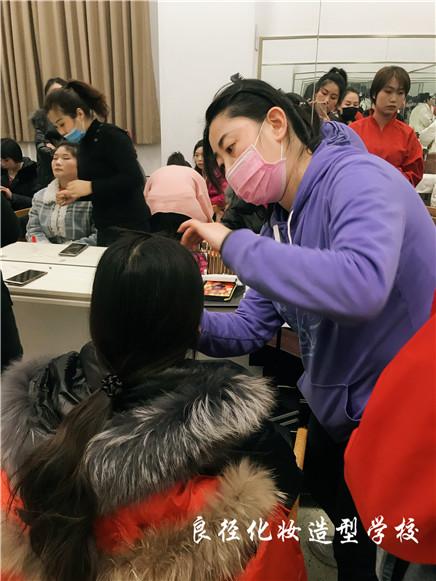 北京良径化妆造型学校 学员化妆实习588