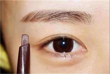 眉毛怎样修更标准?修眉的两种方式盘点
