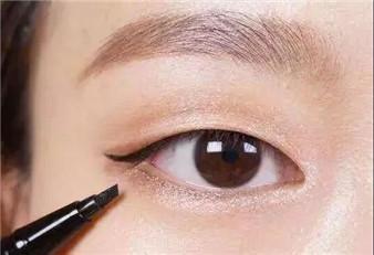 画眼线总让你头疼?告诉你8个技巧,包你学会!