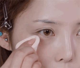 贴了双眼皮贴怎么画眼影才能自然又隐形?