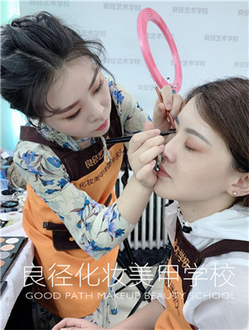 北京良径化妆培训  化妆班学员
