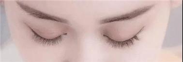 眼线妆步骤1