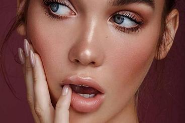 只要这8步化妆方法让痘印、眼袋和斑斑统统退去!
