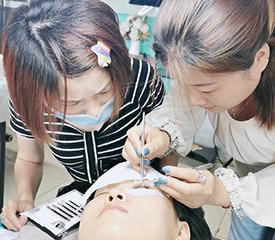 时尚美甲北京化妆美甲纹绣培训学校