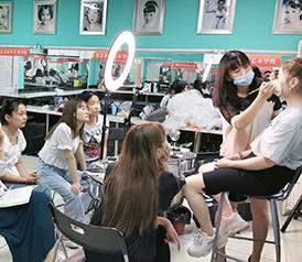 化妆培训最新化妆班教学视频 北京通州良径化妆美甲学校