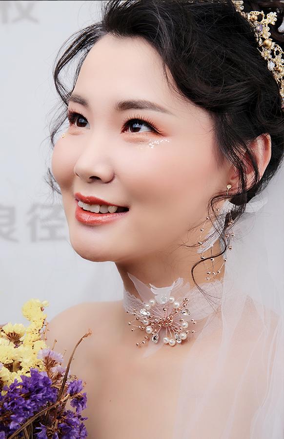 轻奢高贵新娘妆容造型