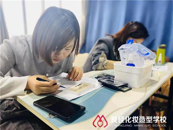 在北京哪可以学美甲美睫 良径美甲美睫班
