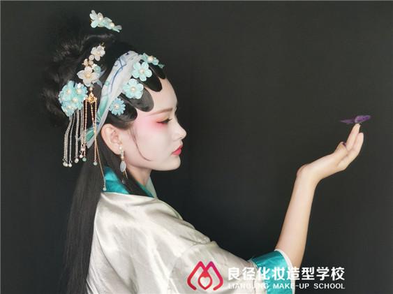 北京高人气化妆学校作品 古风魅惑青蛇造型