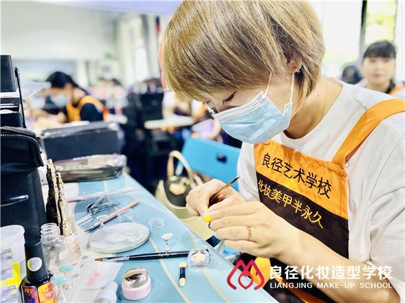 北京化妆美甲学校收费得花多少钱 良径美甲班学员练习3
