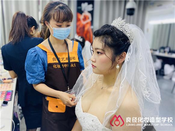 学化妆大概需要多少学费在北京哪里可以学 良径化妆班学化妆