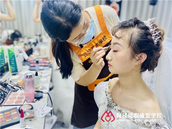 北京学化妆培训学校哪家比较好?