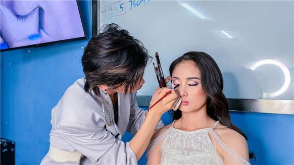 同样都是化妆师,你与别人的差距都是怎么拉开的?