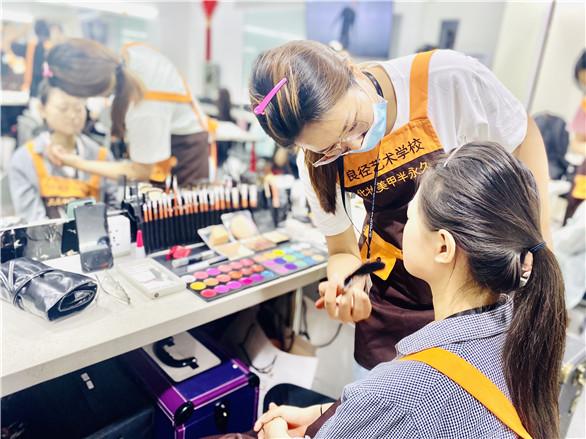 在北京哪有学化妆的地方?