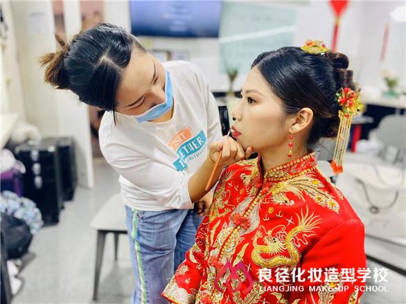 北京哪里学化妆最专业?
