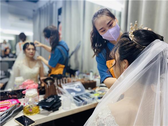 新娘妆化妆培训班大概多少钱?